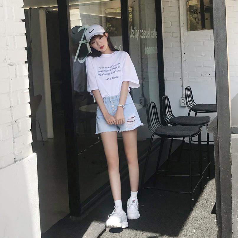 8.拍照不會不修圖: 不要說是韓國女生不會做的事情,就連台灣女生也不可能不修圖啊XDD拍完照覺得不夠完美,就算沒有用美圖秀秀推個兩下,也一定會套上比較漂亮且有氛圍的濾鏡。