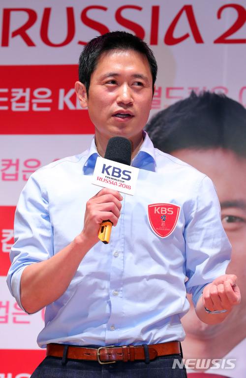 前足球選手李榮杓在2018俄羅斯世界盃擔任解說員,他在2002年韓日世界盃中代表韓國隊取得「四強神話」的成績。