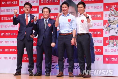 雖然世界盃還有一個月開幕,但韓國人還沒有很熱情。李榮杓認為「想感受每四年一次的世界盃的喜樂,應該要真心喜歡足球」