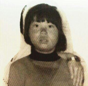2) Seo Kyung Hee (當時9歲,今年47歲) 1979年11月5日在京畿道富川市遠美區一所國小前失蹤,當時她的媽媽把討厭上學的女兒送到學校,沒想到是最後一次見到女兒... 「雖然大女兒表情不好,但為了工作還是離開了」