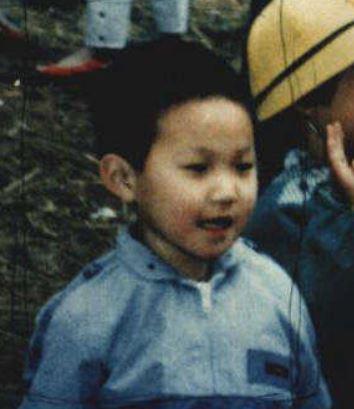 4) Jung Moon Chul (當時4歲,今年38歲) 1984年7月27日在密陽有天江邊失蹤,音樂學校院長的媽媽帶著學生們去夏季露營,沒想到兒子就此失蹤。當時犯人打給她「我帶著你的兒子」,她回答「你想要的是什麼? 如果把兒子還給我,我不會報警,也會送你禮物」但犯人就掛了電話。 「雖然兒子已經是30多歲的青年,但在我眼中仍是一個天真可愛的4歲小孩,快點回來擁抱我和丈夫就好了」