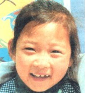 4) Kim Sung Joo (當時7歲,今年25歲) 2000年6月15日在全羅南道康津洞小學附近的文具店失蹤,當時媽媽和平常一樣等待Kim Sung Joo和她的哥哥,但卻等不到女兒「為了找到女兒,把賺的錢全部花光更負債,只要找到她什麼都不是問題」 「生日和節日時不能為她準備覺得很抱歉,我們依然住在同一個地方,門也沒有關起來,快點回到家裡就好了」