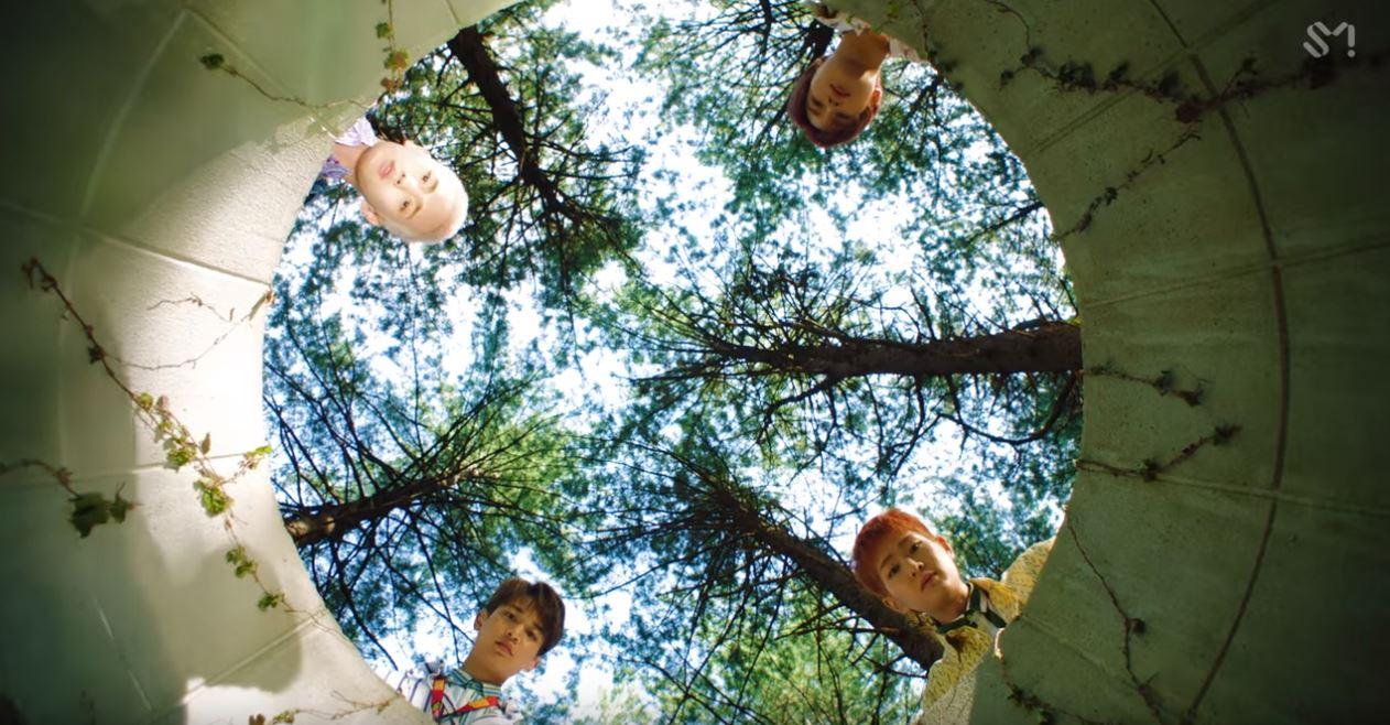 而即使主唱鐘鉉離世留下空位,但SHINee新歌MV似乎仍為他保留位子,不僅MV中由井底往上看,看到五棵大樹被指象徵「5HINee」,井中影子的位置也被指是缺席的第五人,mv公佈時也讓不少粉絲感動與感傷的情緒一起湧上