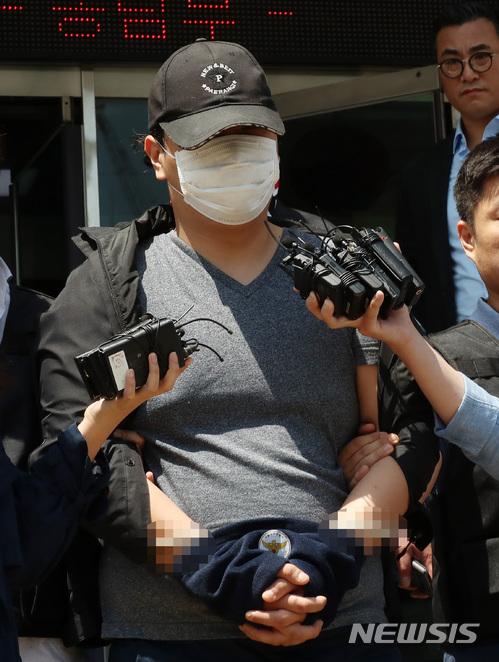 兩名警衛是郎舅關係,在今天進行剖檢。而警察會著手調查姜某是否對警衛有怨氣,但隨機殺人的機率也很高。