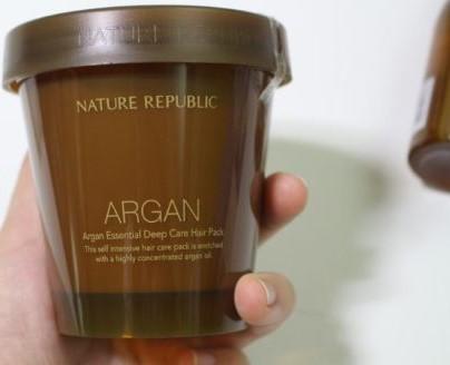 1.【Nature Republic】摩洛哥堅果精華深層護髮膜 這罐是Nature Republic家的長紅熱賣暢銷品,這款女神在韓國念書期間也用掉了好幾罐啊!真的是好用好用很滿意,每次有用它護髮真的都覺得頭髮變滑順了~