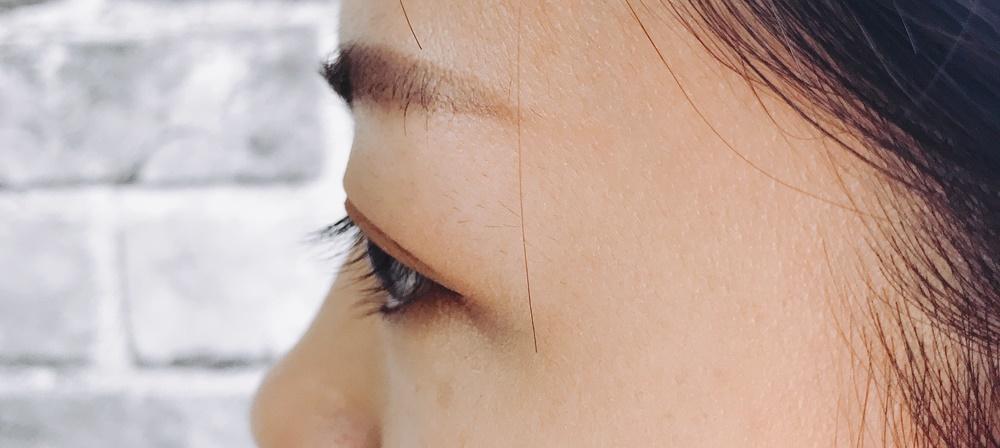 想必很多女孩子跟我們家歐膩一樣,睫毛算是濃密,但是不夾不燙的話就是往下垂的狀態,甚至有人比歐膩還更嚴重吧?(女神真心覺得歐膩已經算好一點了XDDD)