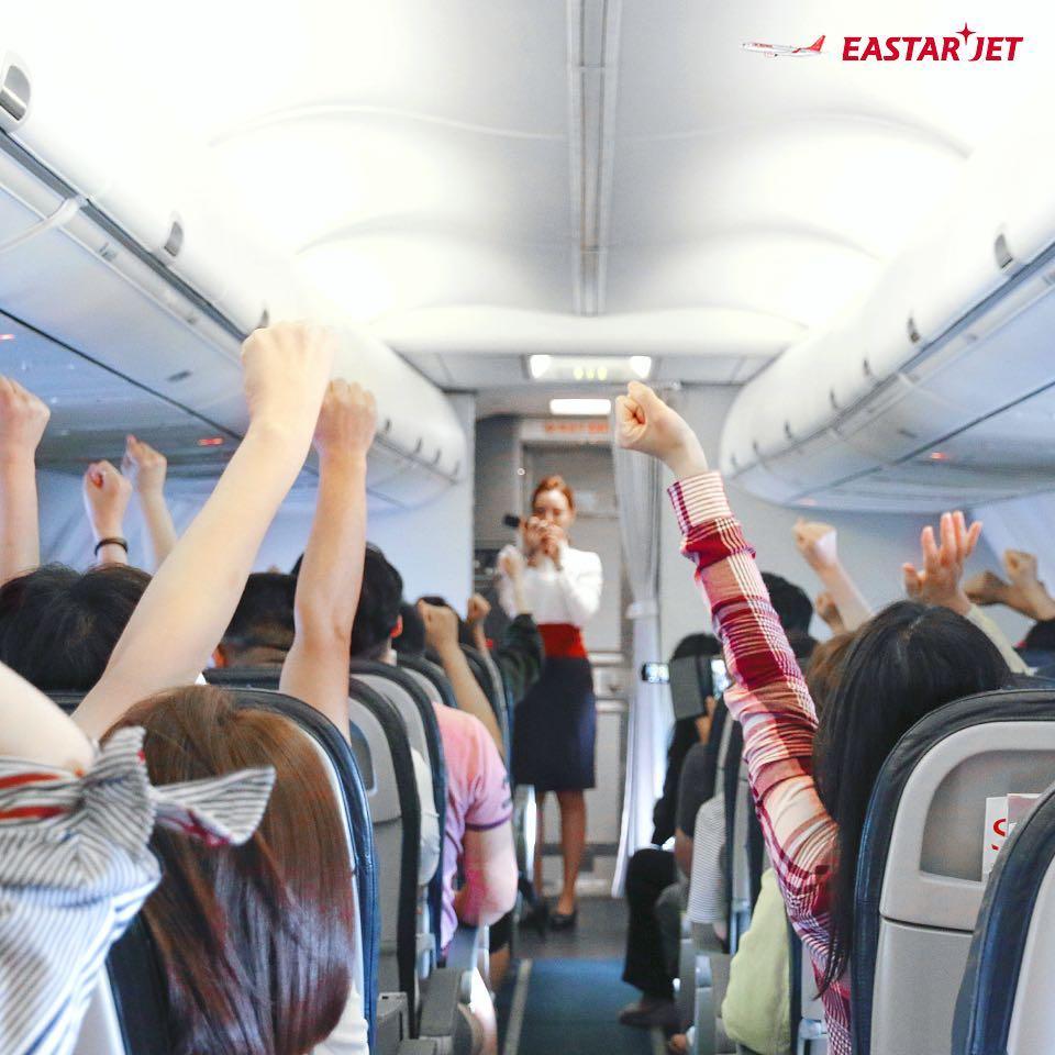 吸煙會引起大型意外,女空服員 (23歲)發現後阻止該名乘客吸煙。為了確保證據,她使用手機拍下乘客的行為,阻止吸煙和阻止拍攝的兩人越演越烈,乘客踢了空服員的肚子令她倒下。