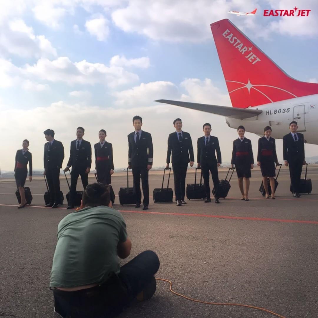空服員有責任保障數百名乘客的安全,當有問題時必定要處理。而在將到來的休假期,乘客更應該提高在飛機內的安全意識!!