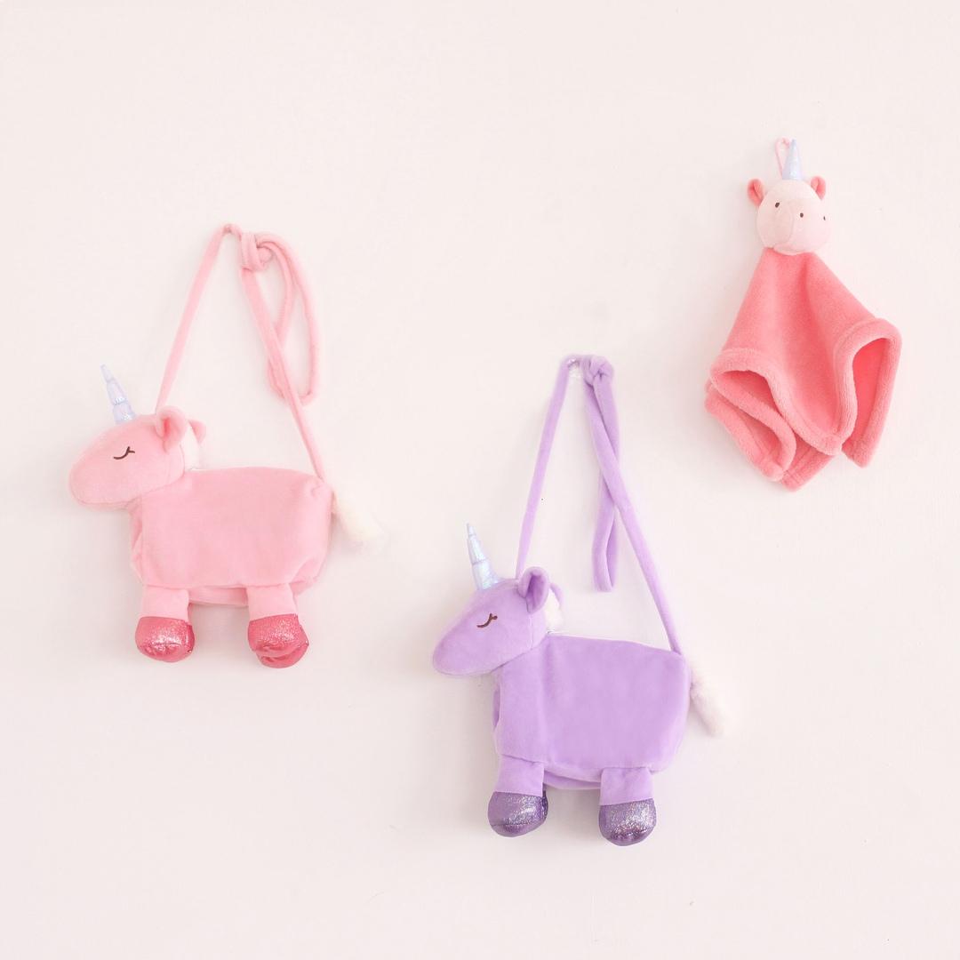 這次竟然連擦手布都有,根本是已經出絕招了啊~可愛歸可愛,但不知道為什麼摩登少女覺得看起來很像粉色小豬和紫色小豬啊><