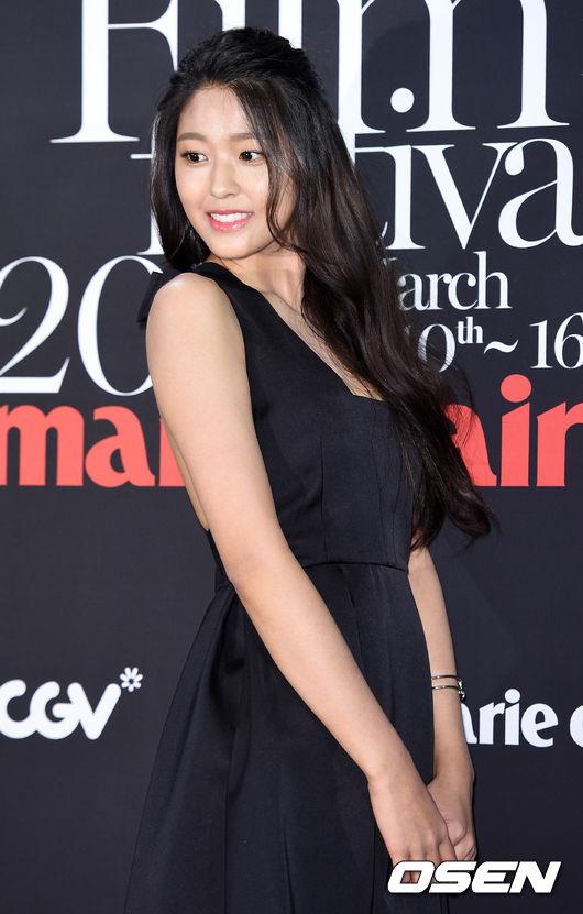 2016年的雪炫完全變成一個小女人了阿!不僅舉手投足都女人味十足,穿著打扮也常常受到時尚界的關注,而努力在減肥的雪炫也變得越來越漂亮啦! (雖然本來就已經夠漂亮了ㅋㅋㅋ)