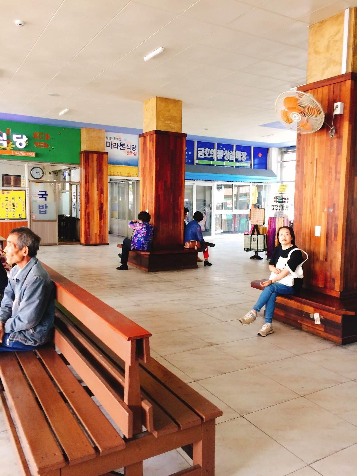 巴士總站內亦有幾間食店,大家出發往濟州其他地方前,可以先在這裡吃點東西。
