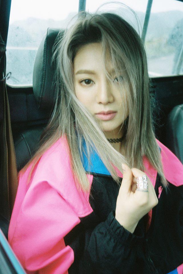 在四月少時的Dancing Queen孝淵以DJ HYO身份回歸,現階段也以SOLO歌手的身份活躍在演藝圈中,各大綜藝節目也都看得到孝淵的身影,只要孝淵在節目中談到關於少時的事都能造成不少話題,只能說韓國演藝圈雖競爭激烈,但少女時代的時代還沒有過去阿!