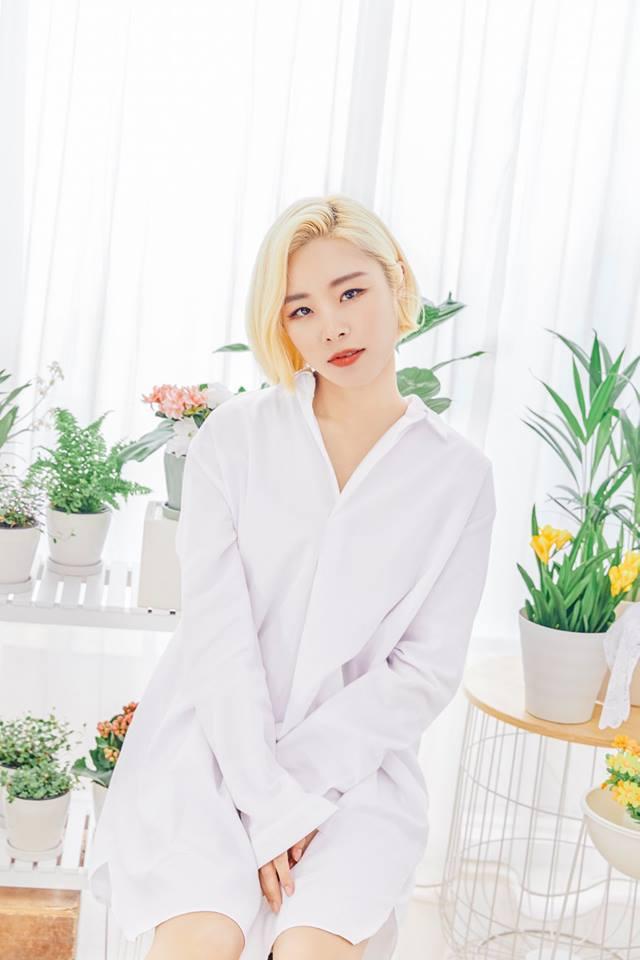 雖然在出道當時輝人受到不少打擊,但輝人的實力也讓她漸漸被看見,也在今年4月發行了個人單曲專輯《magnolia》,只能說輝人當時真的想太多了啦!