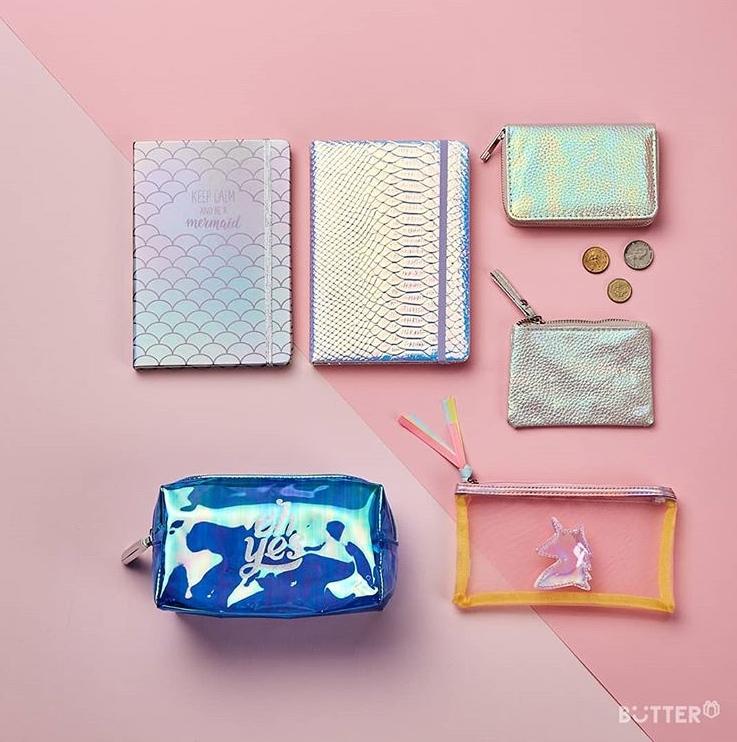 零錢袋、鉛筆盒、化妝包、筆記本,全部都是海底美人魚風格的耶!感覺夢幻少女看到這應該會受不了啊~