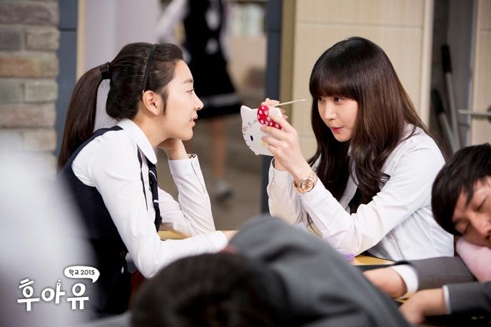 韓國直到2000年代還是只有少部份的「不良少女」才會化妝,但最近卻變成一個「文化」!! 大部份10代女學生除了唇膏,還會化「全妝」包括腮紅、眼影、眼線等等。