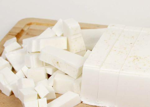 這款純淨溫和英國清潔皂之所以叫英國皂的原因就是因為它的原料採用了160年歷史英國傳統Stephenson Group Company的肥皂原料。 Stephenson Group Company的品管非常嚴格,所以製作出的肥皂都是高質感品質保證!它們的肥皂輸出超過全球50個國家,是非常值得信賴的肥皂原料業者。