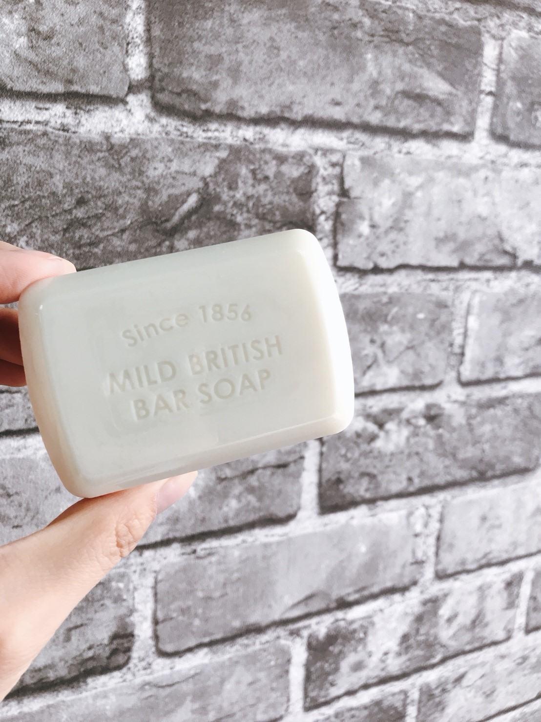 這款清潔皂,使用的是富含25%的水乳霜成分的肥皂基底,