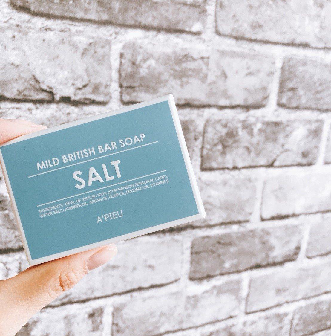 如果你是外油內乾的混和肌,那女神會推薦這塊藍色海鹽皂。海鹽含有大量且豐富的礦物質,皮膚的大小問題都能一塊解決喔!