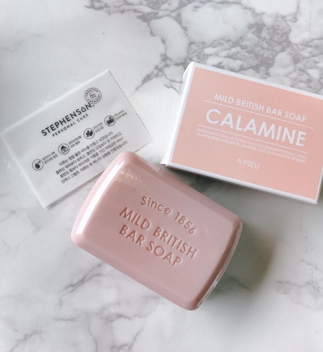 最後如果你是脆弱的敏弱肌,那就選這塊粉皂吧!添加了爐甘石成分,能有效鎮靜脆弱的肌膚。爐甘石成分更常出現在許多醫療外品的成分上,如果是比較脆弱的膚質,女神推薦這塊給你喔!
