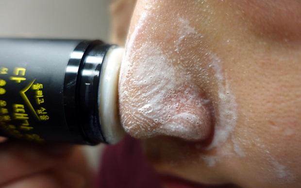 這款用天然營養的燕麥成份搭配10種籽油成份,讓黑頭粉刺、白頭粉刺和角質一次去除,而 洋甘菊萃取、乳木果油、積雪草等成份則是可以幫助保濕肌膚,讓去玩角質後的肌膚可以變得更為鎮靜。