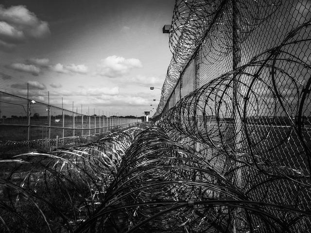大家對於監獄是否要有冷氣又有什麼看法呢?受刑人難道沒有人權嗎?但善良的百姓,又為什麼要為了這些犯了法的人付錢呢?