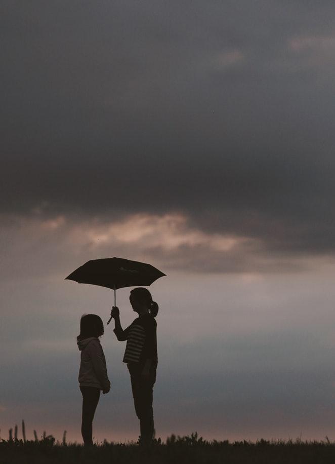 媽媽因為長年獨自照顧美善,身心疲憊、過得很辛苦。接受心理檢查發現她的抑鬱症和壓力情況都非常嚴重。不過,現在美善的爸爸偶爾也會幫忙照顧,讓媽媽可以有多一些休息時間。