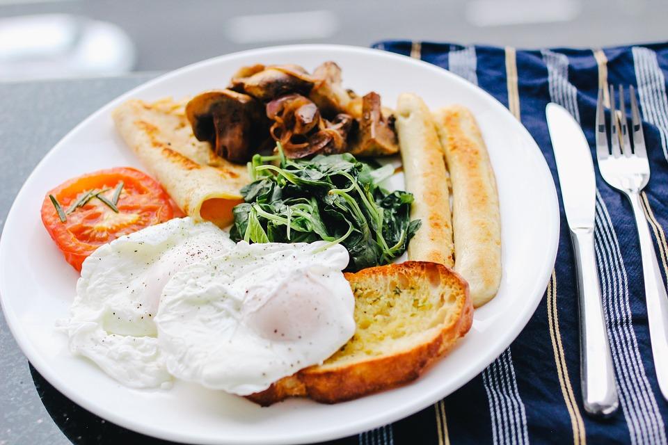 早餐是每一天開始的第一餐,人家都說早餐要吃得像皇帝,才有體力能夠迎接一整天的挑戰,但是假日大家一定都喜歡睡到自然醒直接吃早午餐,現在小編就來造福你們啦,精挑細選台中高CP質早午餐店,讓你得到物超所值的感受。