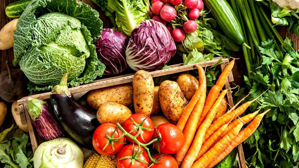 【改善方法】應多吃富含鋅(牡蠣、金針菇、海參)及維生素A、B2及B6(胡蘿蔔、奶蛋魚、蔬菜)的食物。因為長痘痘的人大多是因為體內熱氣太多無法排出,因此盡量選擇有清涼祛熱效果的食物,像苦瓜、黃瓜、冬瓜、番茄、梨子等都是不錯的時物。也要減少加工食品及油膩食物的攝取,避免增加皮脂的分泌量。最重要的就是要有充足的睡眠並保持規律的生活習慣~