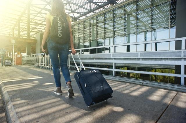 所以只要是前往美國的旅客就有可能接受到這個搜身檢查,調查顯示以現金購買單程機票的旅客被抽查的機率較高,但通常還是以隨機挑選為主。
