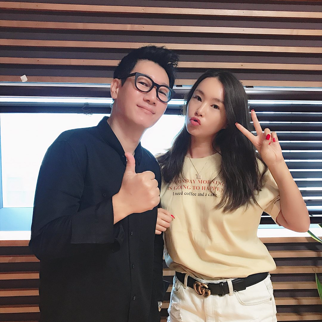 編舞家裴允靜老師28日出演了MBC-FM4U《池石镇的兩點約會》,在談話過程中聊到舞蹈跳得最好的偶像歌手。