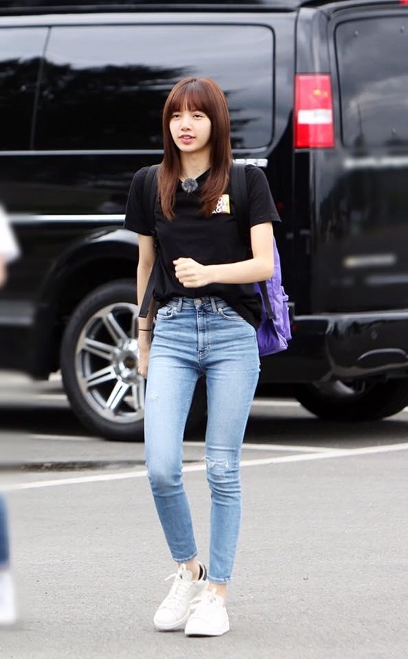 而且不找韓國籍成員,反而是挑上了來自泰國Lisa!不僅韓國的「軍中文化」不熟的Lisa在軍隊裡會發生什麼事,光想就讓人好奇,平常舞台上總是性感帥氣亮相的Lisa素顏當然也是外界關注的焦點!