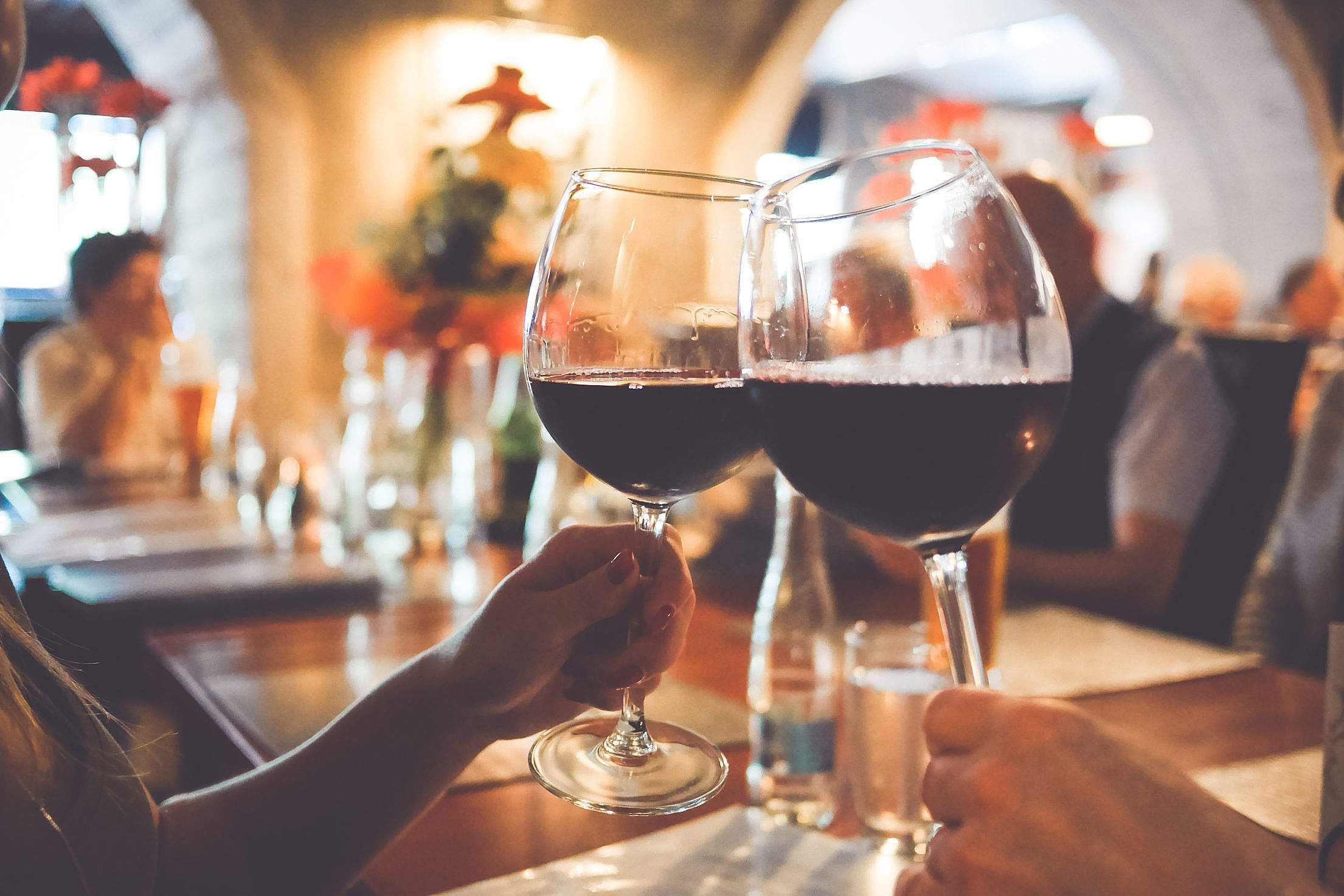 1. 喝酒後騎腳踏車,血液酒精濃度高於0.05%的話罰款3萬韓元,而拒絕接受酒精測試的則罰款10萬韓元。