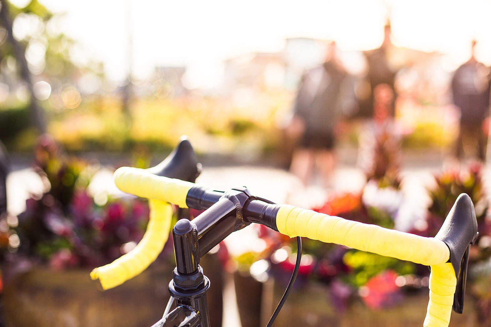 2. 不管是腳踏車駕駛者或是搭乘者一律須佩戴安全帽,而首爾的公共租借單位置,都會提供安全帽免費借用服務。