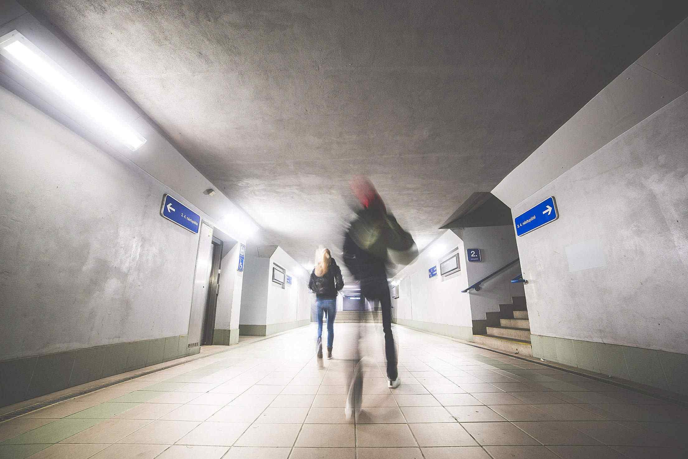 1. 在地鐵月台可以看到列車現在在哪一站,而且只要交通卡在手,所有路線都可以使用。