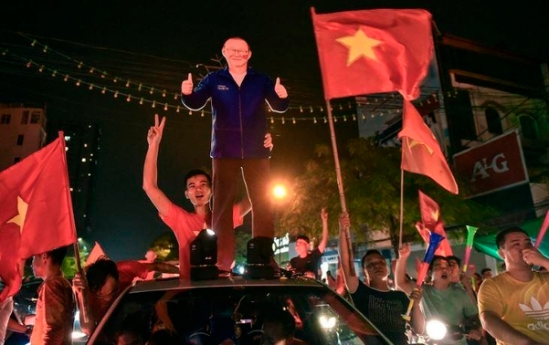 而此次八強賽後,在越南SNS上,也紛紛出現了爆發性的反應,球迷留言感謝朴恆緒。朴教練表示:「感謝在越南的所有粉絲」。越南當地媒體甚至以《朴恆緒magic》作為新聞標題。稱朴教練是