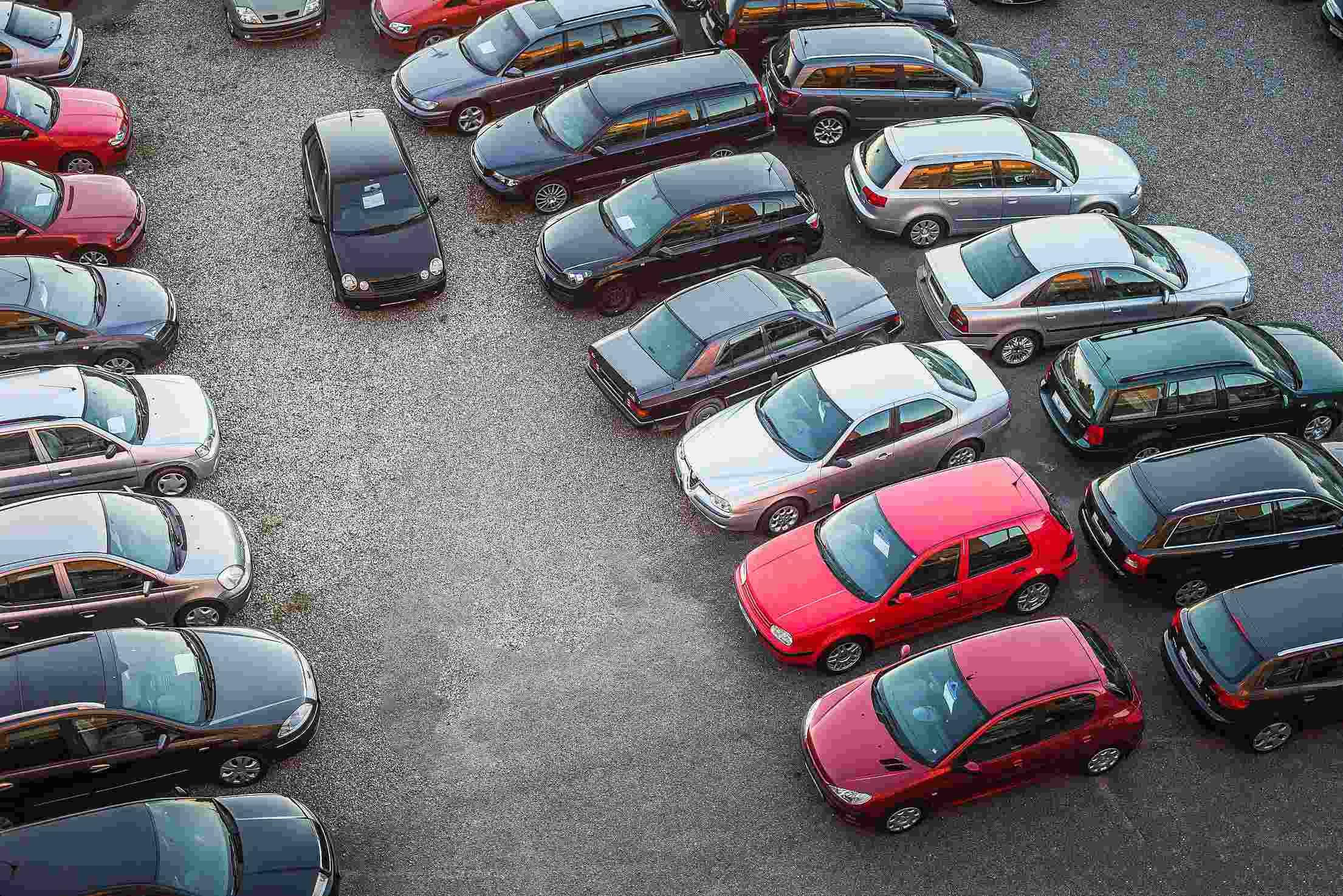 2. 在韓國幾乎不會看到彩色的汽車,一般都以黑色、銀色為主,韓國人都討厭突出的顏色。