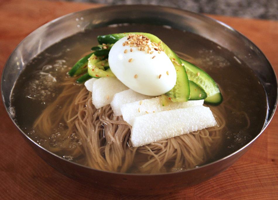 #冷麵:單單是一碗普通的冷麵就有高達540卡,而拌麵也有425卡路里呢!
