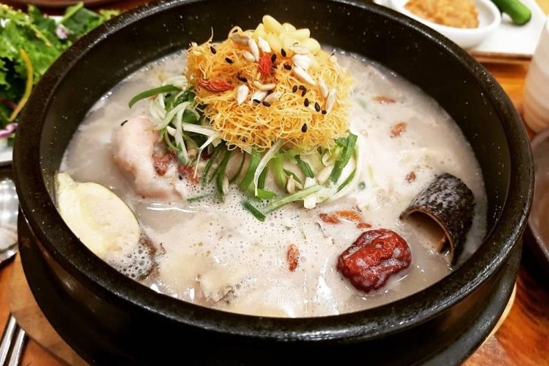 #蔘雞湯:最最最最令人驚訝的是一碗蔘雞湯有接近1000卡路里啊!果然很補、很補、很補......