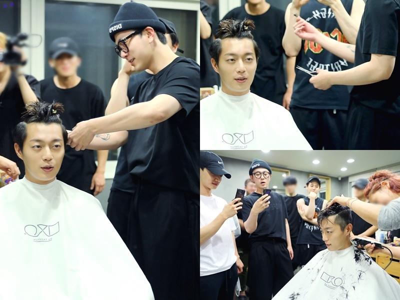 入伍前,成員們也聚在一起,俊亨還幫斗俊剪了頭髮!在此恭喜俊亨獲得斗俊的704根頭髮XD