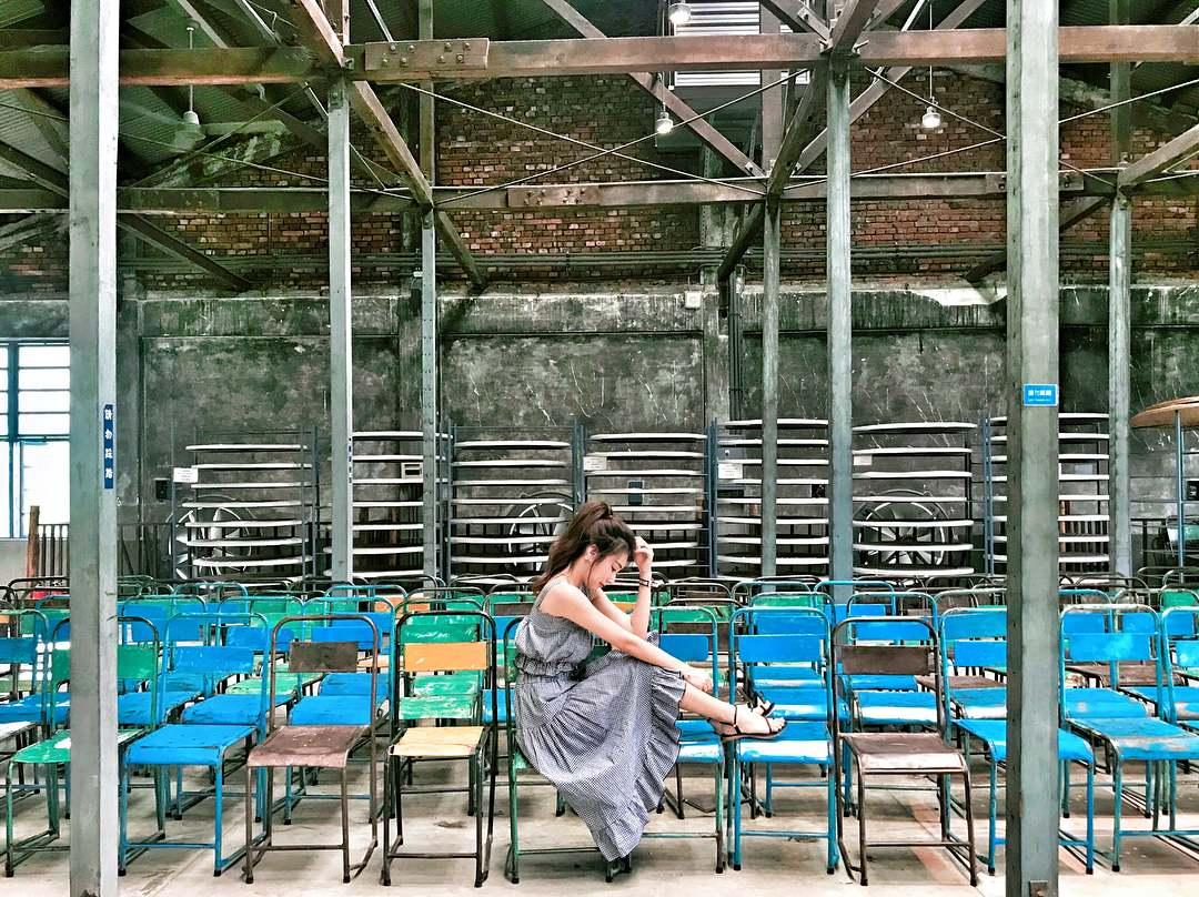 大溪老茶廠 坐落於大溪的知名老茶廠結合台、日、英式風格,每到假日都吸引大批人潮。建築內擺設製茶機,讓民眾一覽製茶過程,也提供許多書籍、茶類課程讓民眾體驗。二樓更是融合了創新的文創風格,成為了INSTAGRAM打卡熱點!