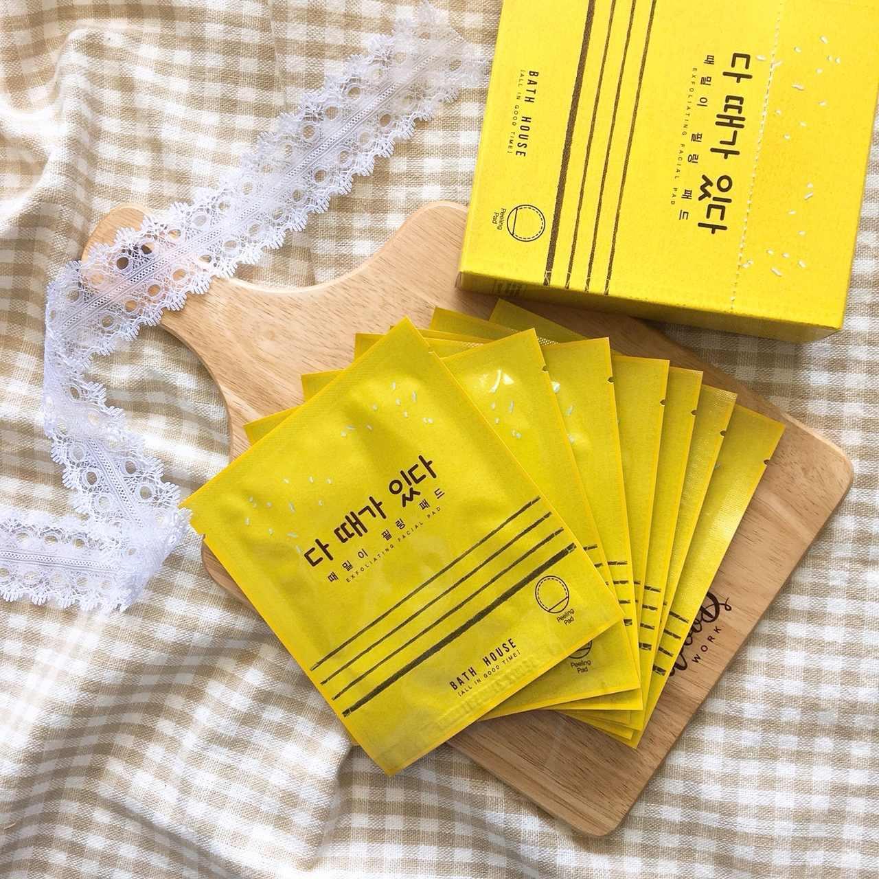 #BATH HOUSE 擊碎角質 保濕鎮靜去角質棉片:剛剛的去角質效果不夠力,想要專門去角質的產品,那麼女神推薦妳這款最近在韓國的超夯保濕鎮靜去角質棉片,號稱「角質殺手」,輕輕一搓就能輕鬆去除臉上的老廢角質!