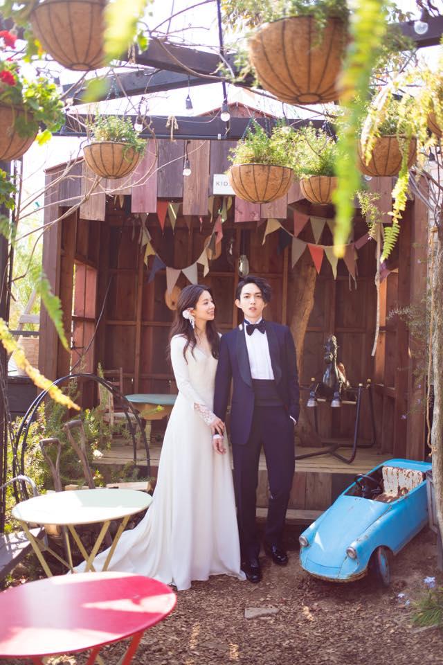 在日本輕井澤舉行的婚禮,在KIKI最愛的大自然舉行,上頭的樹屋象徵他們未來要共組家庭(摩登少女自己帶入情境),簡直是女孩最夢幻的婚禮啊~