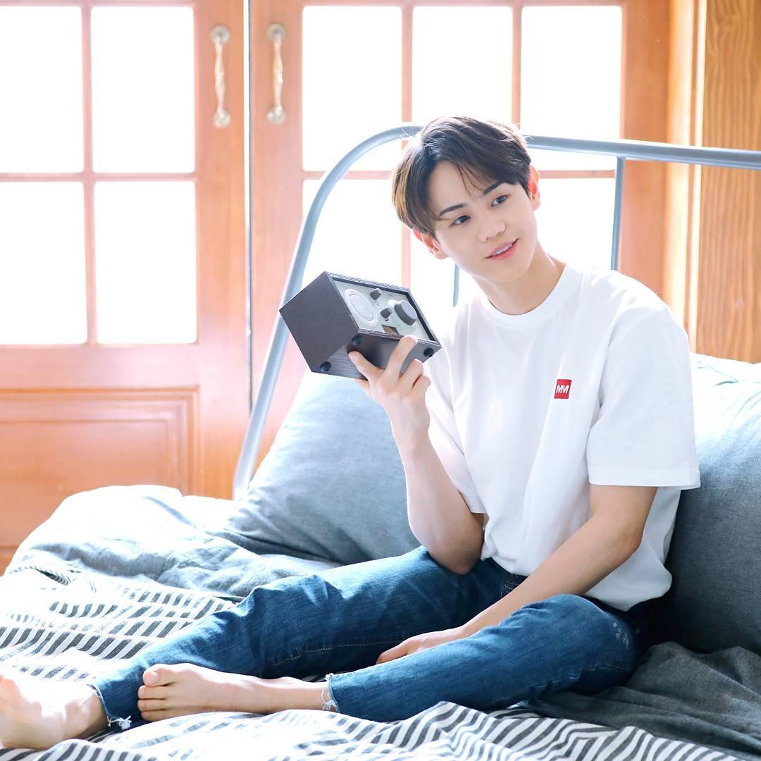 2日在MBC FM 4U《梁耀燮的夢想電台》廣播進行的新歌介紹環節中,在聊到神話回歸的話題時,耀燮也公開了神話與Highlight之間一段溫馨感人的故事。