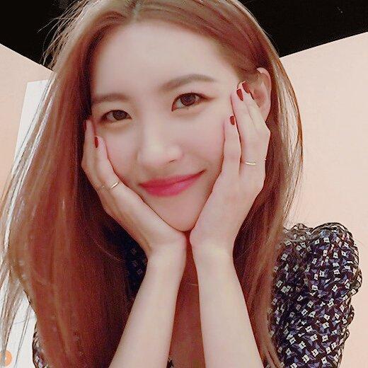 SUNMI帶著新歌《Siren》作為嘉賓出演了4日播出的JTBC藝能節目《Idol Room》。