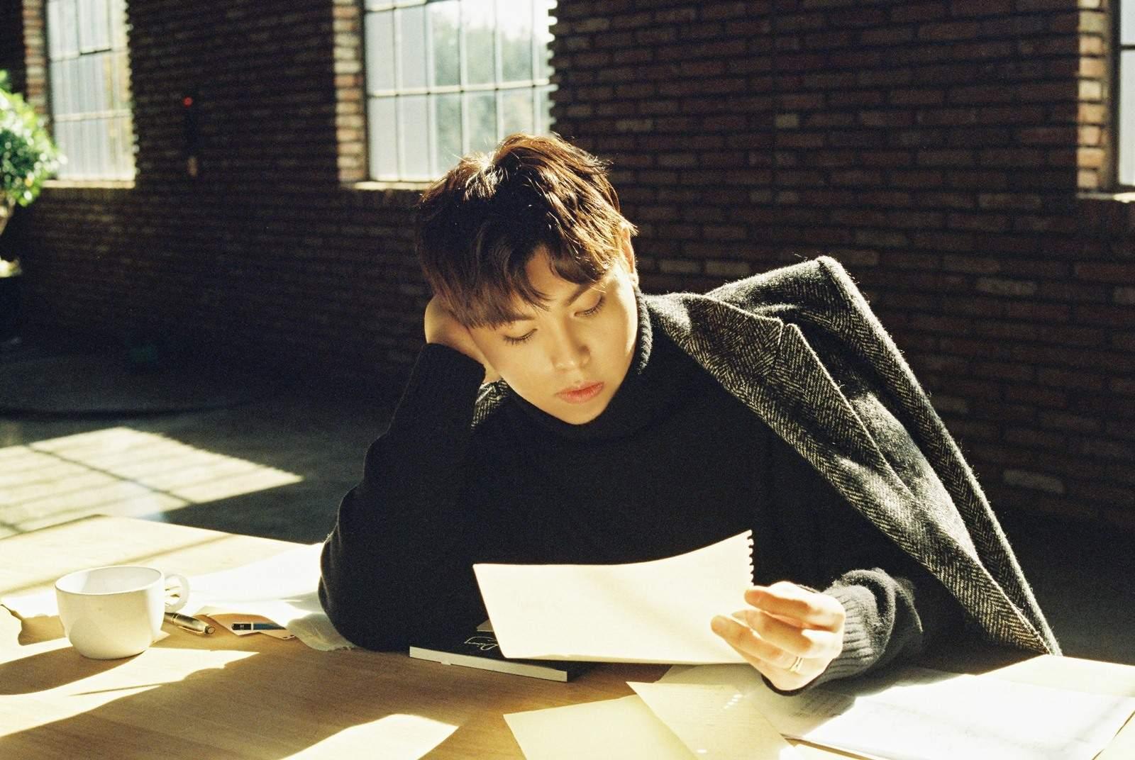 其實韓東根曾經自曝2010年患有癲癇,錄製《蒙面歌王》的時候在廁所暈倒過,醒來卻不知道發生什麼事,需要長期接受藥物治療