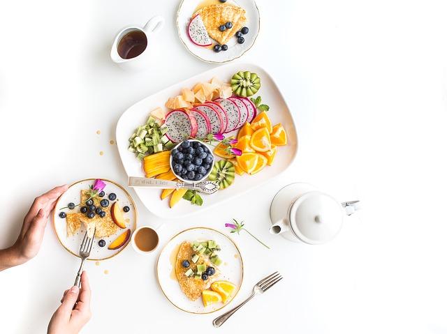 2. 明天開始減肥。 減肥就是人生中無法結束的作業,世上好吃的東西實在太多了!是不是經常下定決心,今天吃完、明天再開始減肥吧!但到了隔天看著手上的零食跟麵包,又再次說「明天就要開始減肥」的謊話。