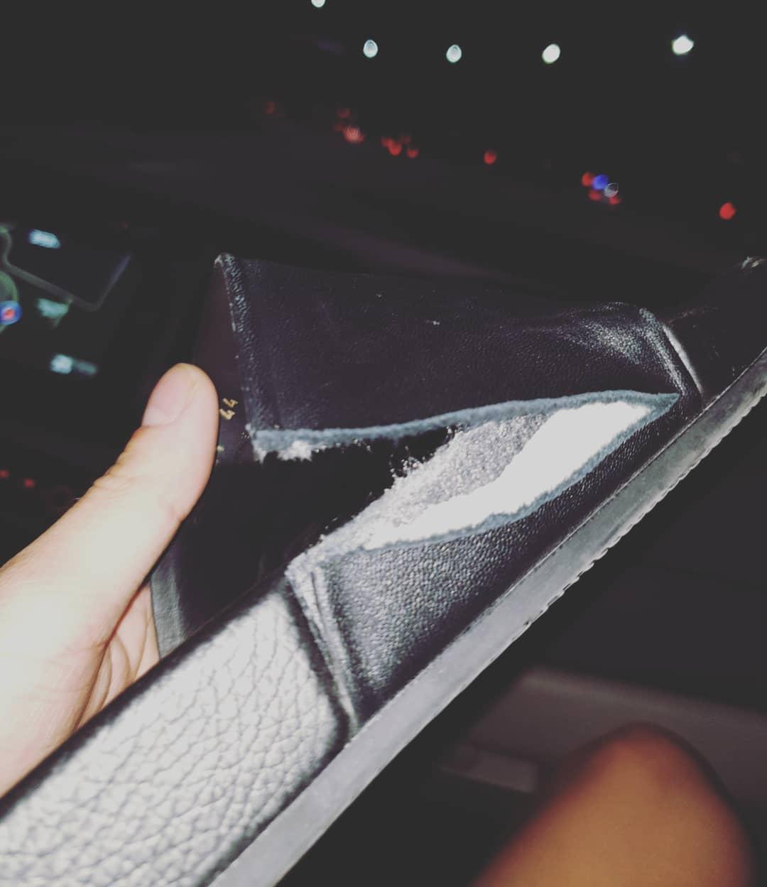 EXO成員燦烈5日在機場受到強烈推擠,甚至因為粉絲的秩序太過失控,燦烈的鞋子還在一片混亂之中被踩壞了...