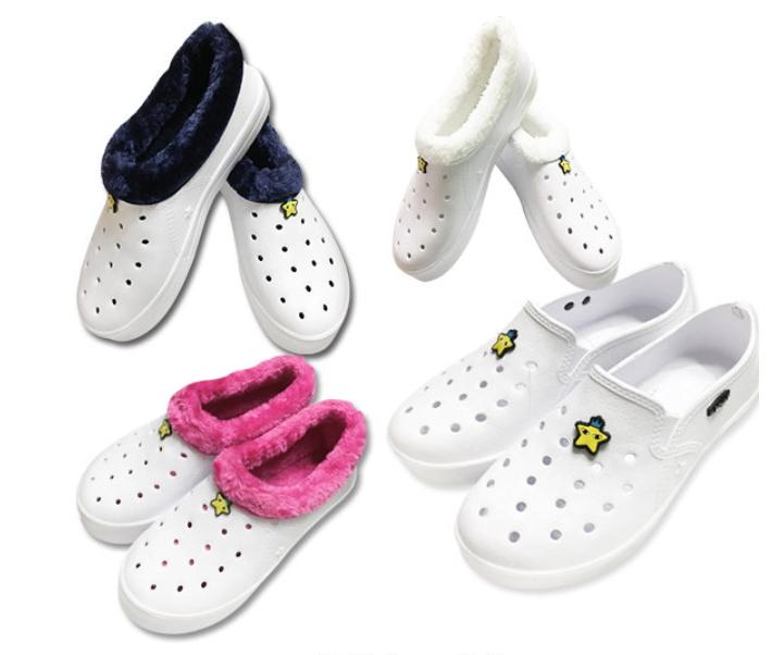 橡膠拖鞋也滿受學生歡迎,但這款拖鞋最受到國小生喜愛!這種拖鞋的最大優點就是方便清洗又快乾,重點是也很便宜,一雙大約3千韓幣,在文具店內就可以輕鬆購入。