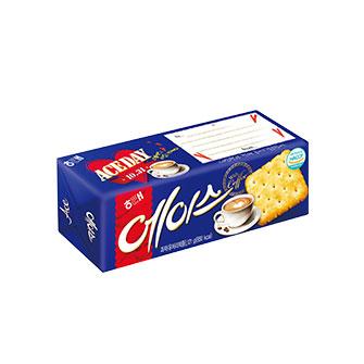 5.海太香純牛奶餅乾 跟傑克類似,是有點鹹味的餅乾,同樣在父母間很受歡迎。傑克的口感很清脆,海太的特色則是更柔軟一點。不知道是不是因為這樣,父母們在喝熱咖啡的時候,喜歡用海太沾著吃。