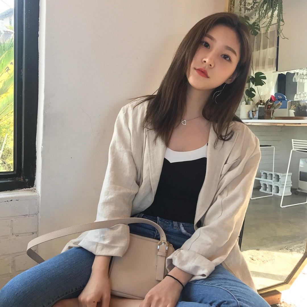 不過不只裕貞有漂亮姐姐,同樣從童星開始就成名的演員金賽綸在最近公開「妹妹」的照片,更是讓人驚為天人。